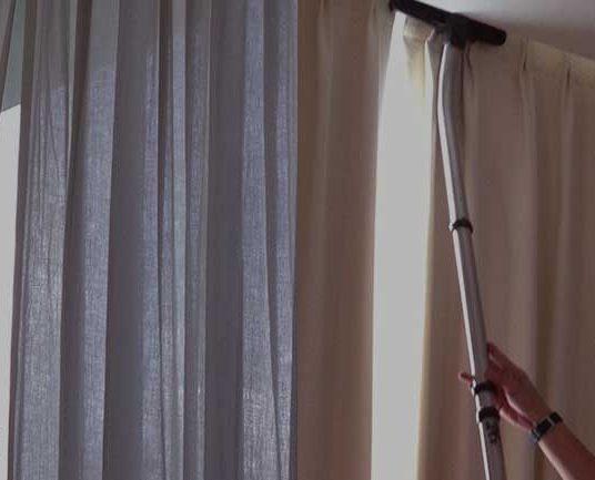 L'importance du nettoyage des rideaux chez un professionnel